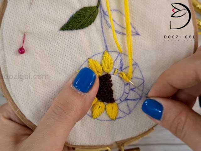 آموزش گلدوزی گل آفتابگردان
